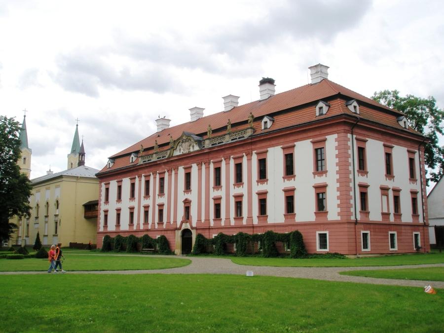kunin_zamek_kostel-2