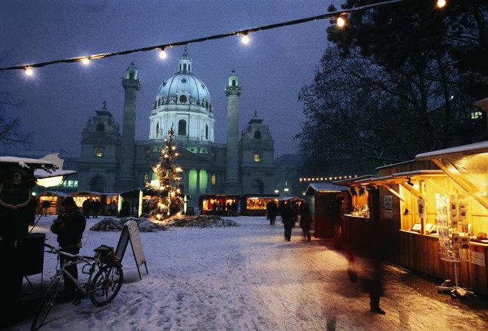 karlskirche-christmas-market