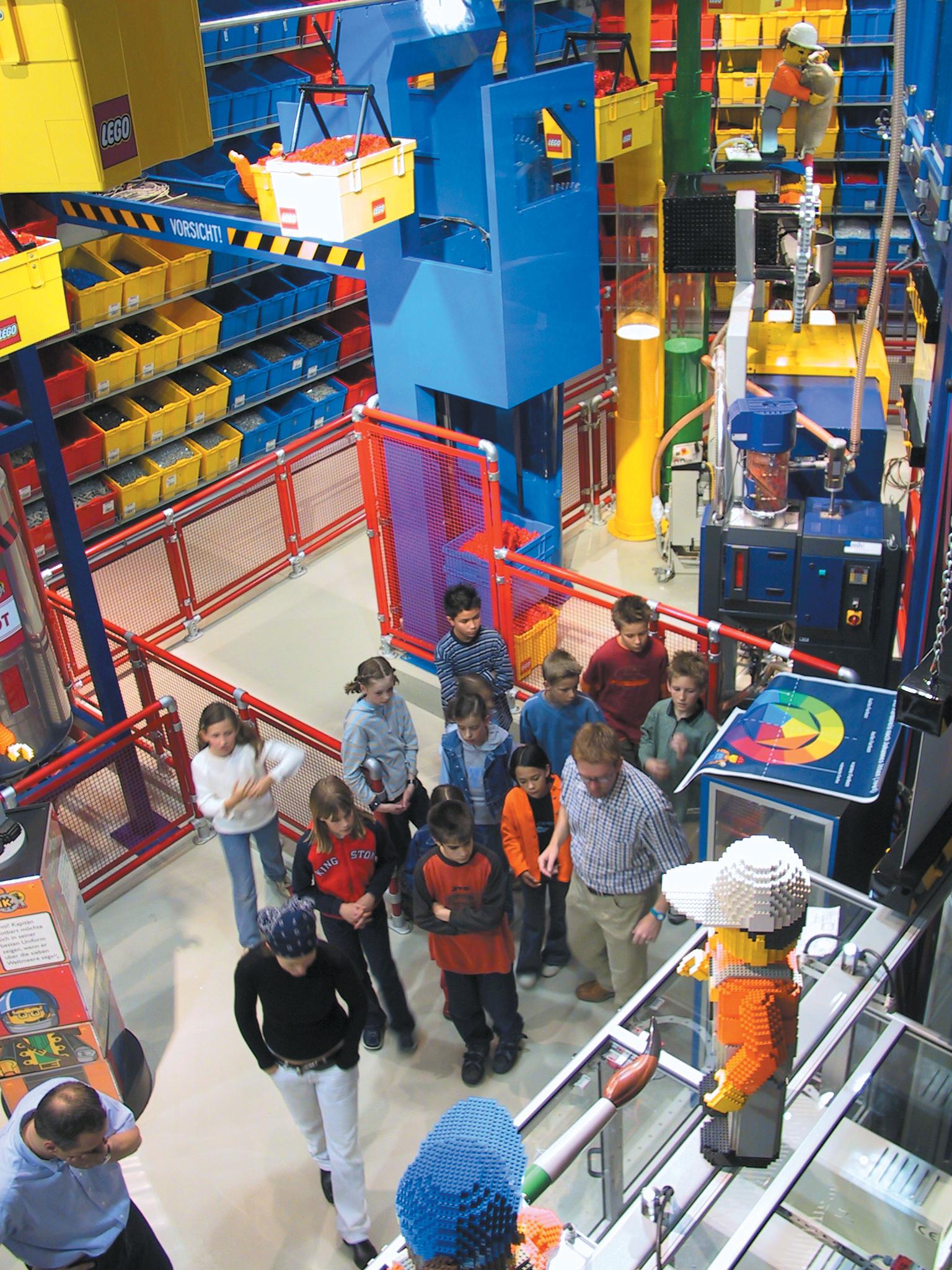 innenansicht-der-lego-fabrik-im-legoland-deutschland-2